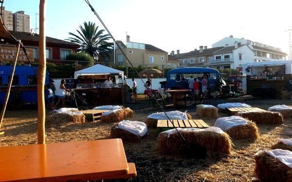 seatings in food truck festival puig