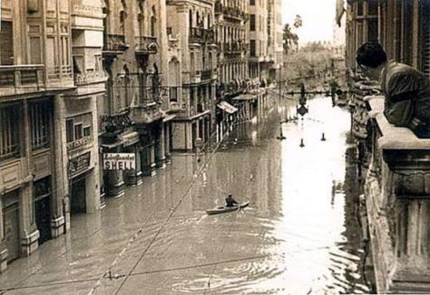 La Paz Street in Valencia during flood