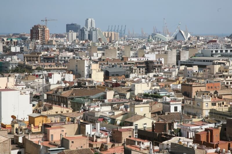 What neighbourhoods in Valencia expats choose?